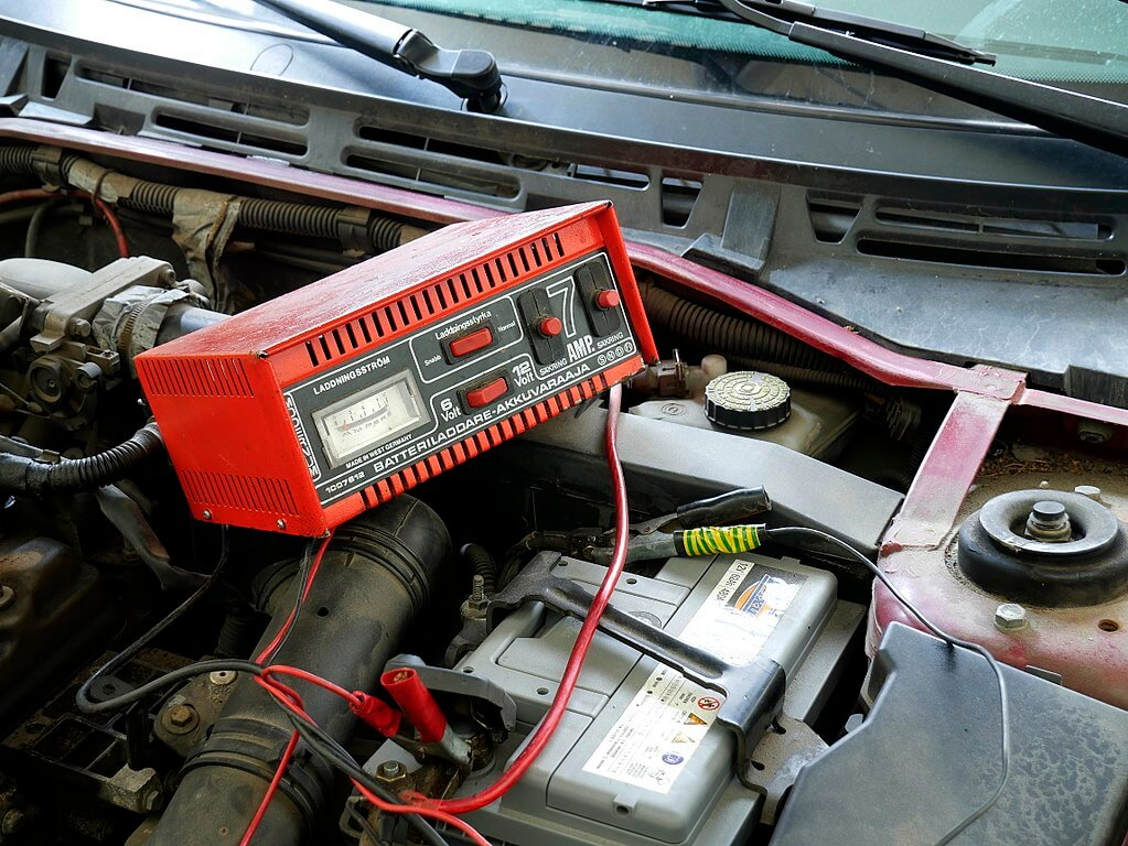 How to Recondition a Car Battery
